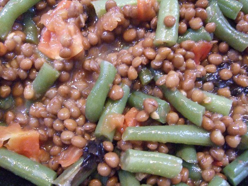 Bonenschotel met linzen, sperciebonen en tomaat